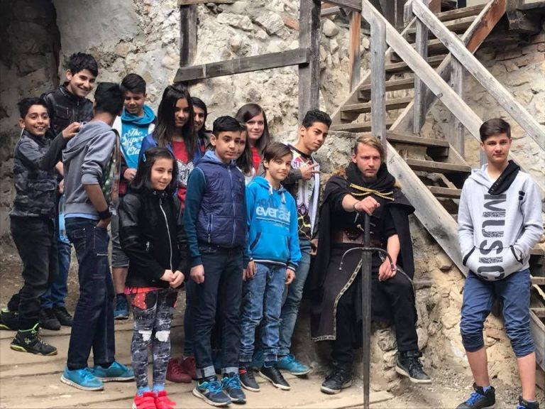 În excursie la Cetatea Râșnov, alături de copiii de la Centrul de Plasament Tărlungeni