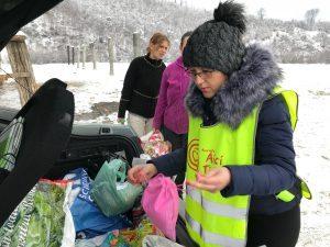 Cinci mașini, încărcate cu donații, au ajuns la familii nevoiașe din Râșnov, Codlea, Tărlungeni, Purcăreni și Zizin