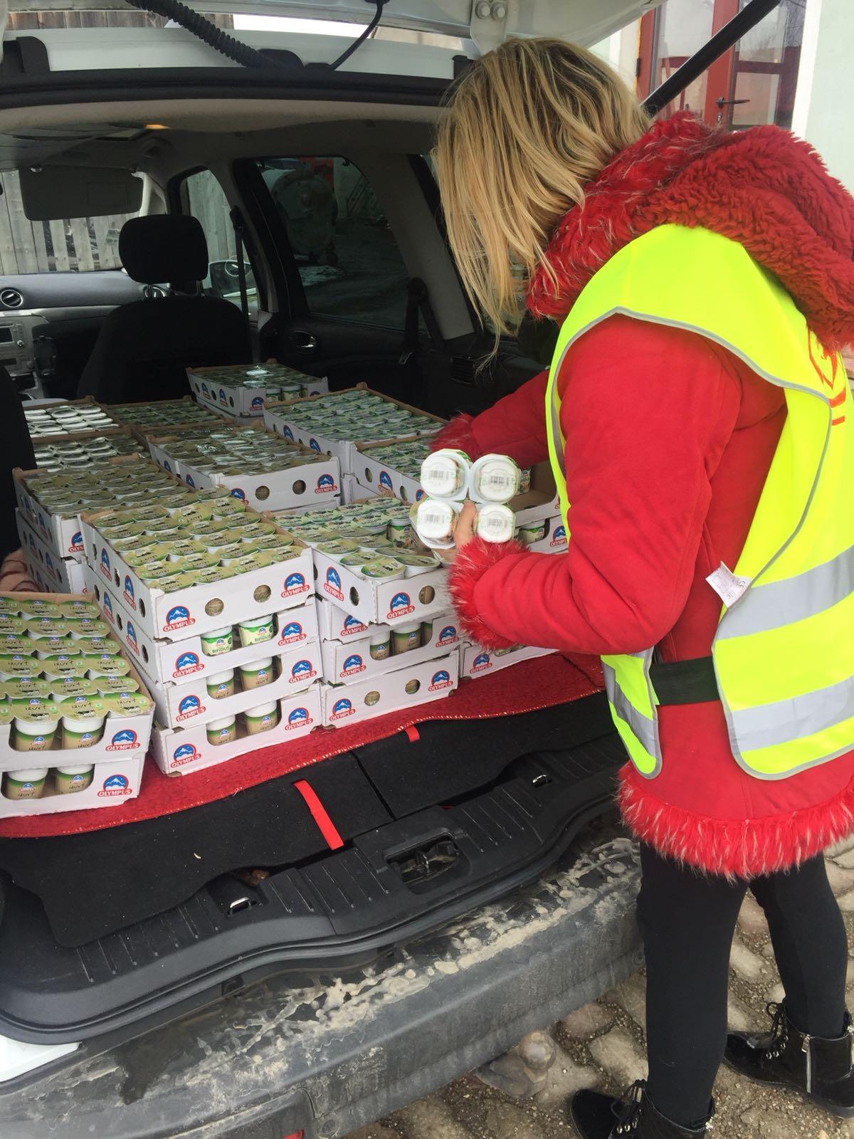 Mii de pachete cu iaurturi, distribuite nevoiașilor din județul Brașov