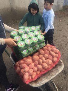 Am reluat acțiunile de donații cu aproape o tonă de cartofi, pâine și produse lactate