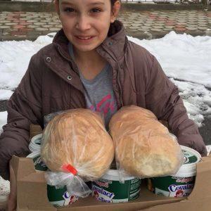 fata cu paini